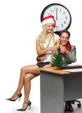 在白色的背景生意人香槟圣诞节玻璃办公室 库存图片