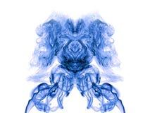 在白色的蓝色艺术性的烟 免版税库存图片