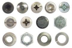 在白色的螺丝、螺栓、螺柱、坚果、洗衣机和泉水洗涤器孤立 免版税库存图片