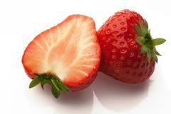 在白色的被切的strawberrys 库存照片