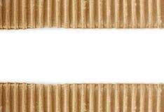 在白色的被撕毁的纸板纹理 免版税库存图片