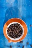 在白色的豆早餐咖啡理想的查出的宏指令 库存照片
