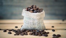 在白色的豆早餐咖啡理想的查出的宏指令 免版税库存图片