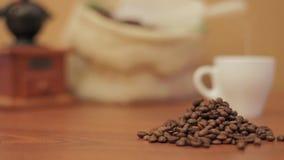 在白色的豆早餐咖啡理想的查出的宏指令 股票视频