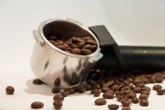 在白色的豆早餐咖啡理想的查出的宏指令 图库摄影