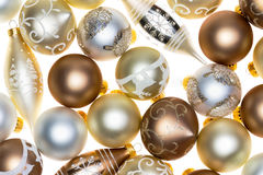 在白色的豪华圣诞节装饰品背景 库存照片