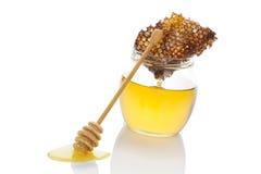 在白色的豪华蜂蜜 免版税库存图片