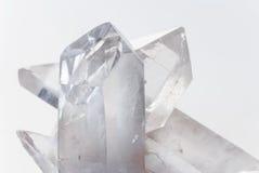 在白色的透明无色水晶 免版税库存图片