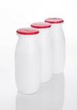 在白色的酸奶容器健康维生素饮料 库存图片