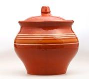 在白色的闭合的陶器罐 免版税库存图片