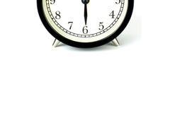 在白色的闹钟,显示六个o `时钟 库存图片