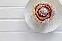 在白色的Cherryberry乳酪蛋糕 库存照片