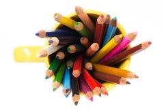 在白色的Colorfull铅笔 免版税库存照片