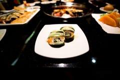 在白色盘的开胃菜三文鱼生鱼片 图库摄影