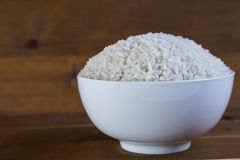 在白色碗的煮沸的米 图库摄影