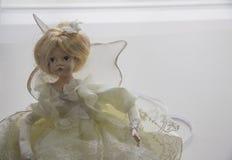 在白色礼服的玩偶 免版税库存图片