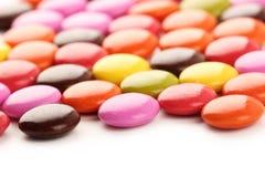 在白色空间的颜色糖果 免版税库存照片