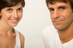 在白色穿戴的夫妇 免版税库存照片