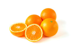 在白色背景与一半的橙色果子隔绝的 库存照片