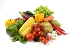 在白色背景健康的新鲜的未加工的蔬菜隔绝的 干净吃节食和健康有机食品概念 免版税库存照片