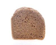 在白色背景切的巧克力面包 免版税库存图片