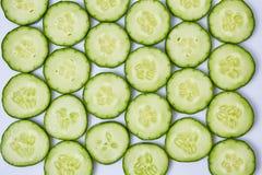 在白色背景切的黄瓜 图库摄影