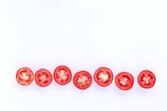 在白色背景削减了一半隔绝的新鲜的蕃茄 图库摄影