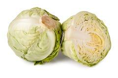在白色背景和一半隔绝的整个圆白菜 免版税库存照片