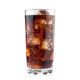 在白色背景和冰块的可乐隔绝的玻璃包括裁减路线 图库摄影