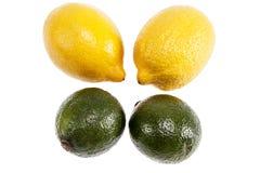 在白色背景和柠檬隔绝的果子石灰 免版税库存照片