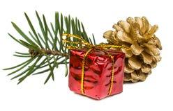 在白色背景和玩具隔绝的圣诞节礼物 库存照片
