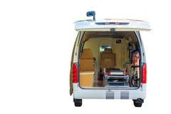 在白色背景和裁减路线隔绝的救护车紧急状态设备内部 库存照片