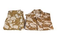 在白色背景在沙漠颜色的军服隔绝的 库存图片