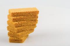 在白色背景堆积的薄酥饼饼干 免版税库存图片