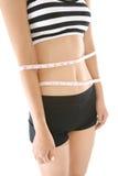 在白色背景有卷尺的妇女的腰部隔绝的 免版税库存照片