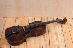 在白色背景的一个小提琴图象 免版税库存照片