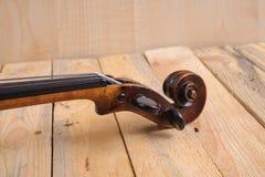 在白色背景的一个小提琴图象 免版税图库摄影