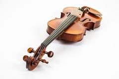 在白色背景的一把美好的小提琴 库存图片