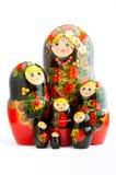 在白色背景的七个传统俄国matryoshka玩偶 免版税图库摄影