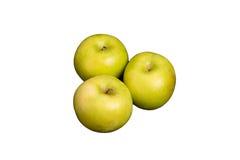在白色背景的三个格兰尼史密斯苹果苹果 免版税图库摄影