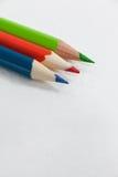 在白色背景的三支色的铅笔 库存图片