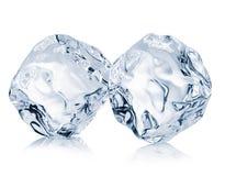 在白色背景的两个冰块特写镜头 剪报轻拍 免版税图库摄影