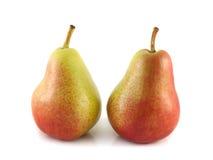 在白色背景的两个成熟红色梨。 库存照片