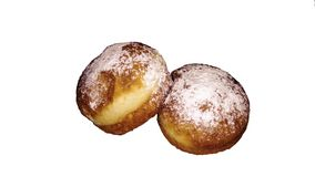在白色背景的两个油炸圈饼 沙漠,搽粉的糖,橘子果酱 免版税图库摄影
