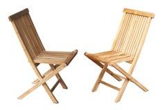 在白色背景的两把木椅子 库存图片