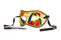 在白色背景的五颜六色的狂欢节面具与黑丝带( 免版税库存照片