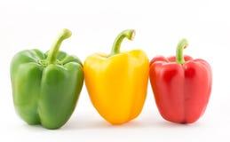 在白色背景的五颜六色的胡椒 免版税库存图片