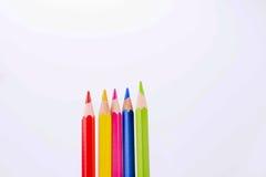 在白色背景的五颜六色的铅笔 库存图片