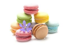 在白色背景的五颜六色的macarons 库存图片