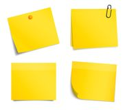 在白色背景的传染媒介黄色通知贴纸 免版税库存照片